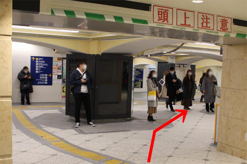 アクセス紹介 神戸三宮駅 東改札口を出て右方向へ進む写真