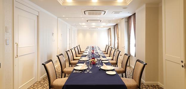 2階カンファレンスルームを利用した個室食事会