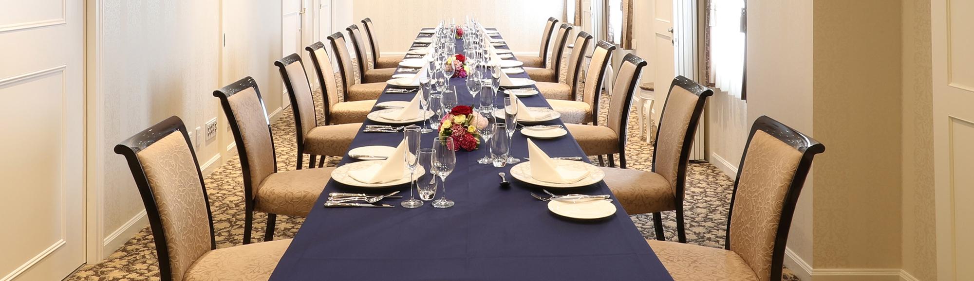 ちょっとした会食やご親族、お客様のお控室としてゆったりとした空間をご提供いたします